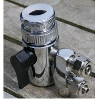 "Vandhane adapter til to 1/4"" slanger"